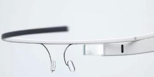 智能眼镜产品体积小,可使用的电路载板空间相对有限,需使用软性电路板连接传感器与其他关键零组件