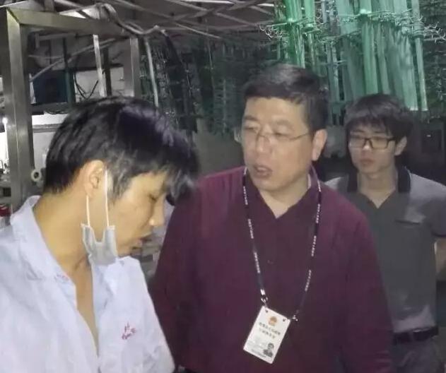 深圳环保部门在松源电镀厂现场检查