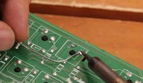 那么电路板故障肯定也是存在的,最简单的例子就死镀锡部位,因制作工艺