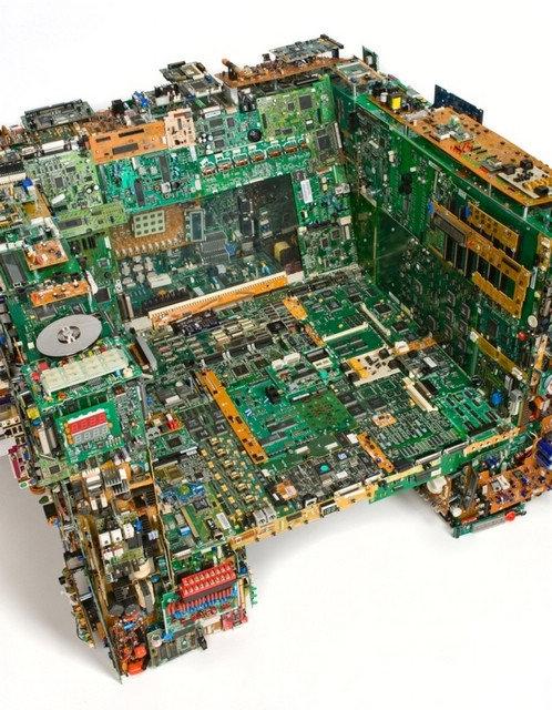 使用废弃电子产品打造的豪华家具